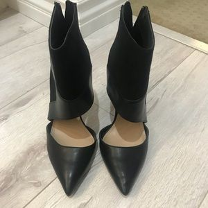 ZARA BLACK POINTY TOE ZIP UP BOOTIES WITH CUT OUT